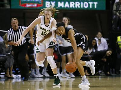 uconn-womens-basketballs-seniors-experience-first-regular-season-defeat