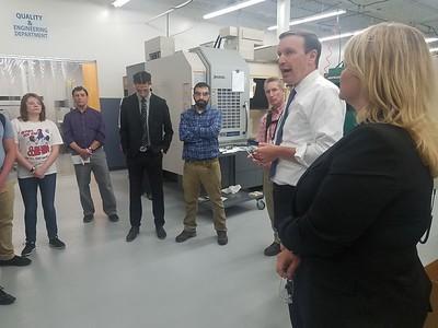 senator-murphy-high-school-students-tour-newington-manufacturing-plant