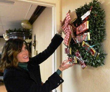 rotary-holds-festival-of-wreaths-in-newington-rapid-recovery-center