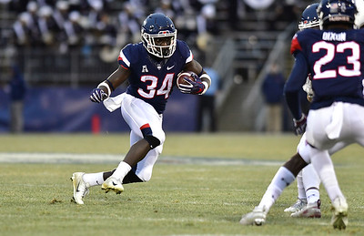 uconn-football-offers-double-threat-as-transfer-vet-give-huskies-options-in-running-game