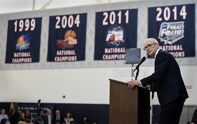 uconn-mens-basketballs-tradition-of-excellence-helped-bring-hurley-to-school