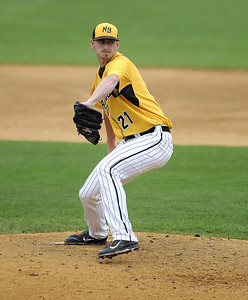 new-britain-bees-falter-in-late-innings-lose-both-games-of-doubleheader-to-sugar-land