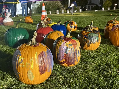 people-pack-the-plainville-pumpkin-festival