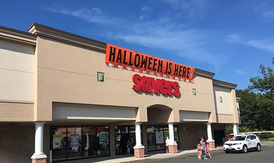 savers-thrift-store-gives-back-to-the-community