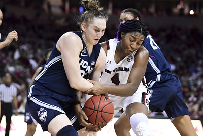south-carolinas-freshmen-in-different-class-than-uconn-womens-basketballs