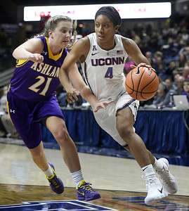 uconn-womens-basketballs-coombs-looking-for-fresh-start-in-her-sophomore-season