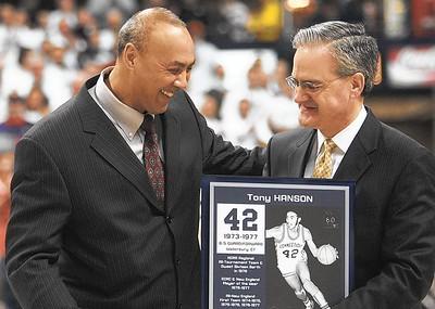 uconn-mens-basketball-legend-hanson-dies-at-63