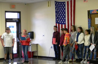 john-wallace-middle-school-students-show-their-appreciation-of-veterans