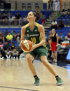 former-uconn-star-bird-closing-in-on-wnba-assists-record