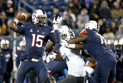 uconn-football-to-hold-open-competition-at-quarterback-position-this-offseason