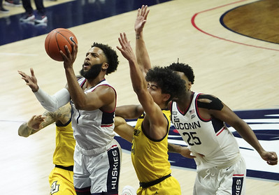 hurley-fuels-uconn-mens-basketball-drive-to-win-at-home