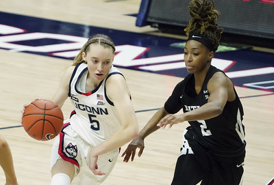poffenbarger-practices-but-bueckers-status-still-uncertain-for-uconn-womens-basketball