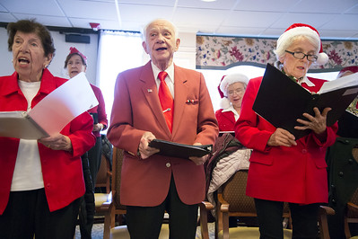 singing-seniors-spread-holiday-joy