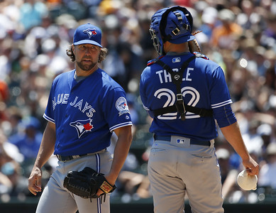 new-britain-bees-sign-former-mets-blue-jays-catcher-thole