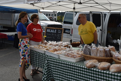 bysiewicz-visits-bristol-farmers-market-to-stress-its-benefits-importance